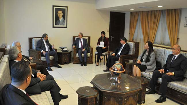 Mikdad meets delegation from Higher Council of Churches in Palestine